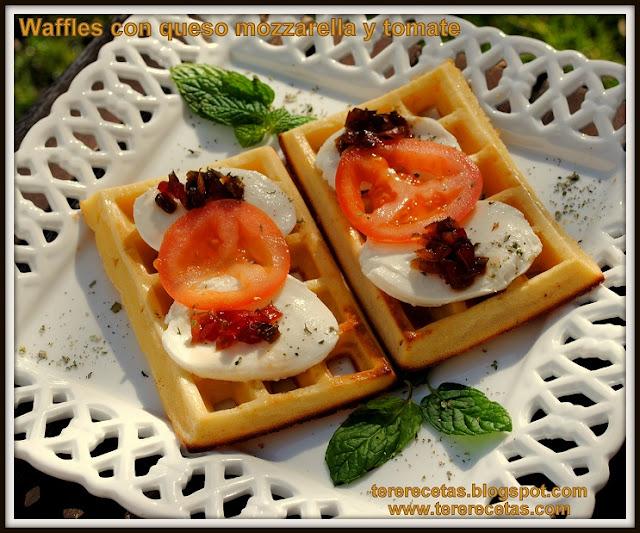 Waffles o Gofres con queso mozzarella y tomate 01