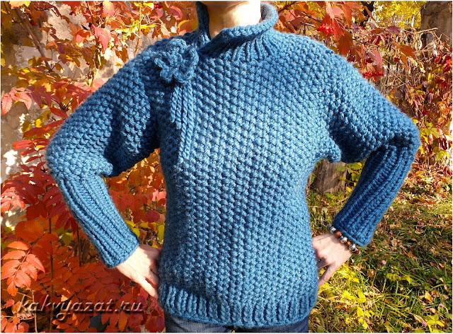 Авторская модель свитера из толстой пряжи, крупный план.