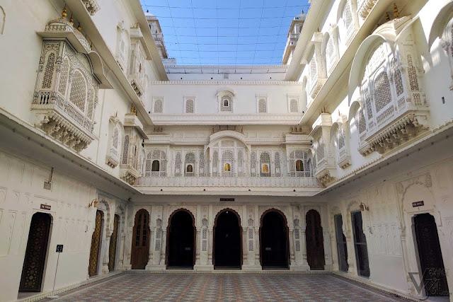 Anup Mahal courtyard, which connects Anup Mahal to Rai Niwas and Badal Mahal