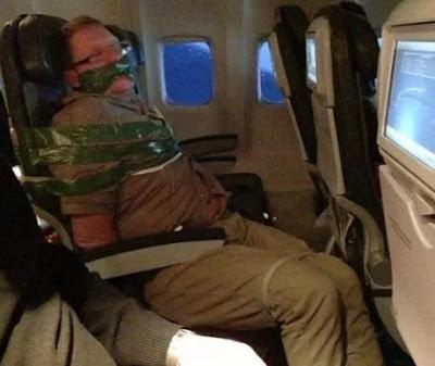Passageiro bêbado em voo