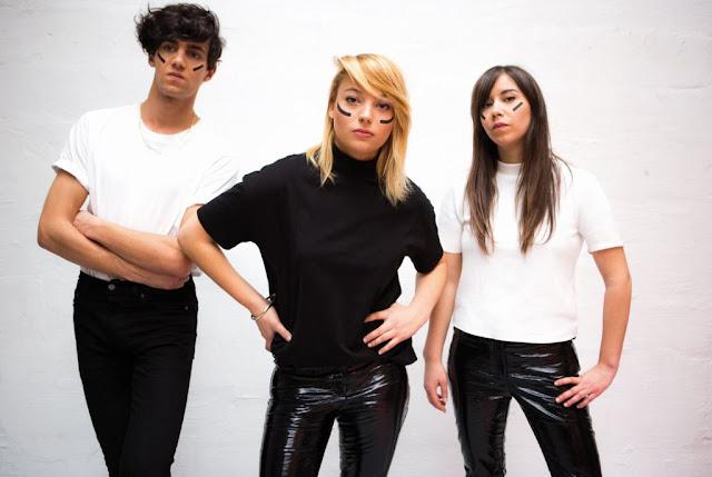 """Hymne queer, """"Young Leaders"""" installé Hyphen Hyphen au sommet de la scène française."""