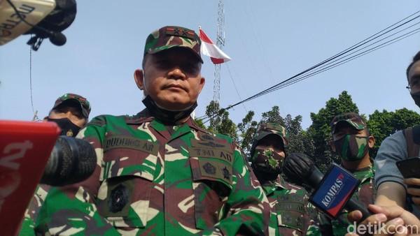 Mayjen Dudung Hardik FPI, Baliho Habib Rizieq Dipreteli