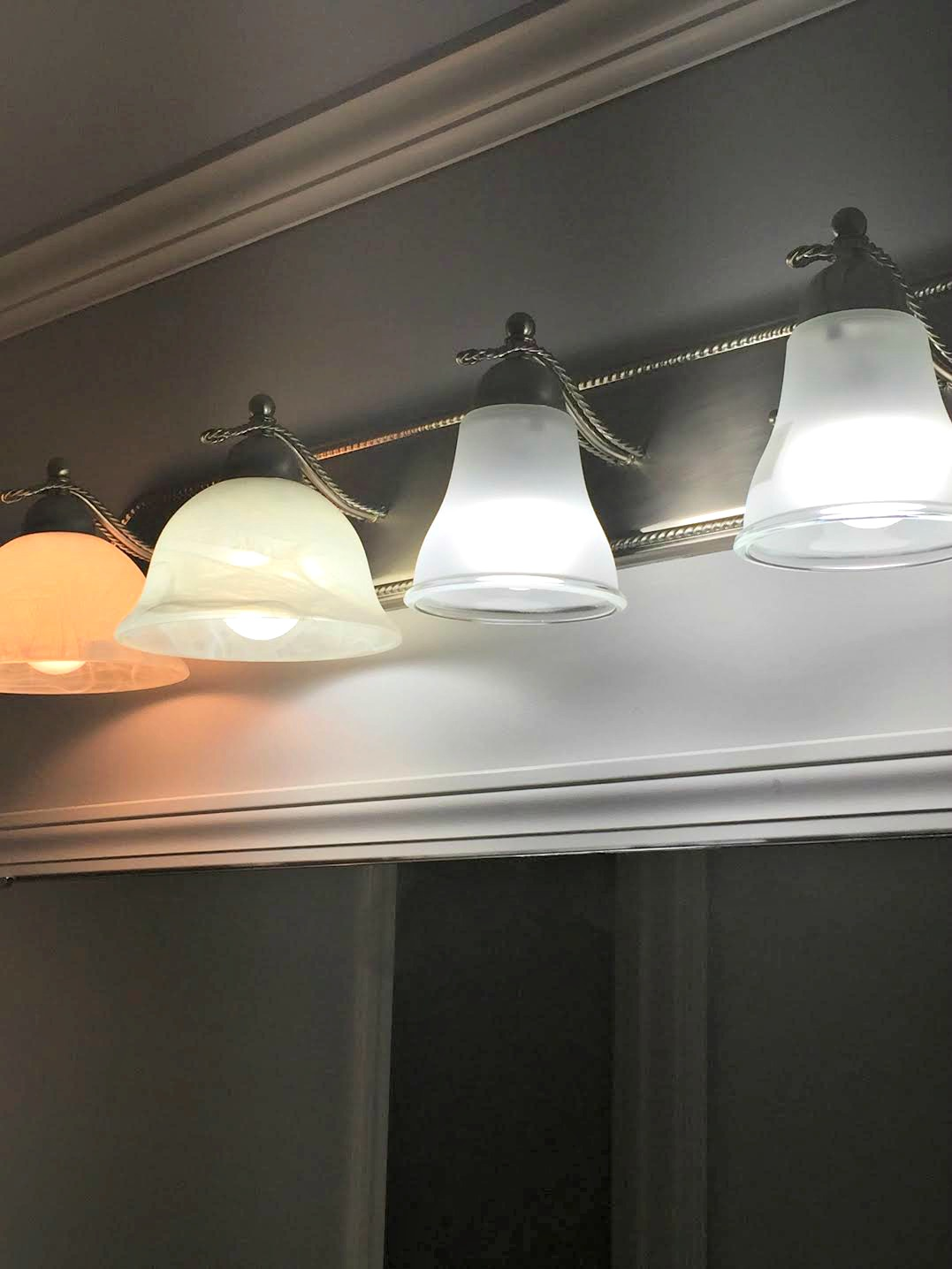 Comparing incandescent and daylight bulbs