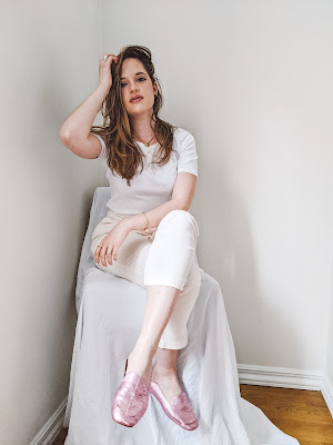 Nyc fashion blogger Kathleen Harper wearing a monochrome white outfit for spring or summer.