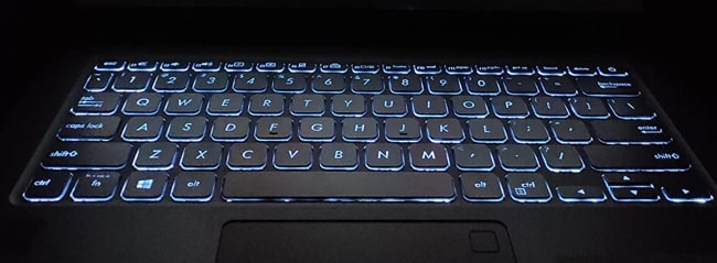 2 Brightness levels white backlit of the keyboard.