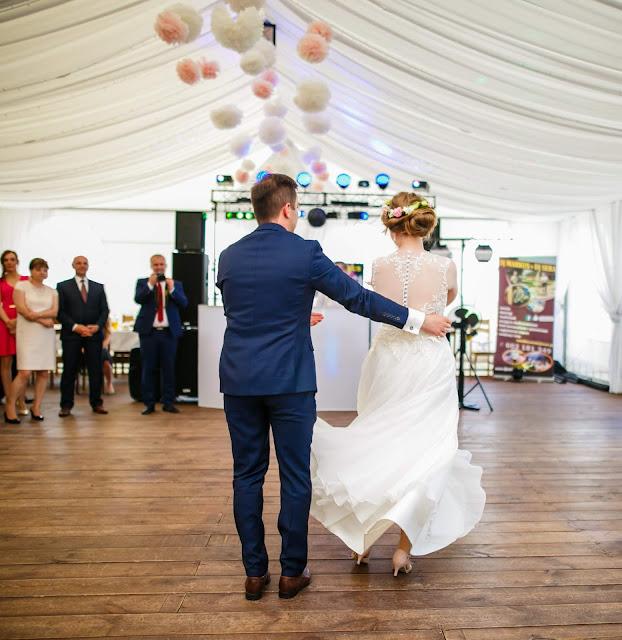 zabawa weselna, pierwszy taniec, suknia ślubna, taniec, damazprowincji blog, zabawa, zespół weselny