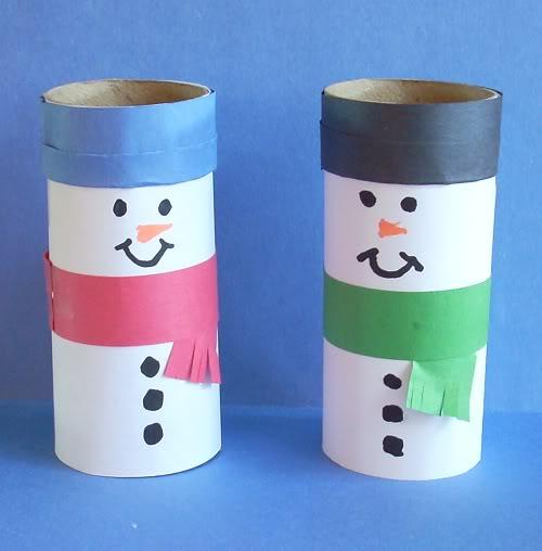 Muñecos de nieve hechos con tubo de higienico