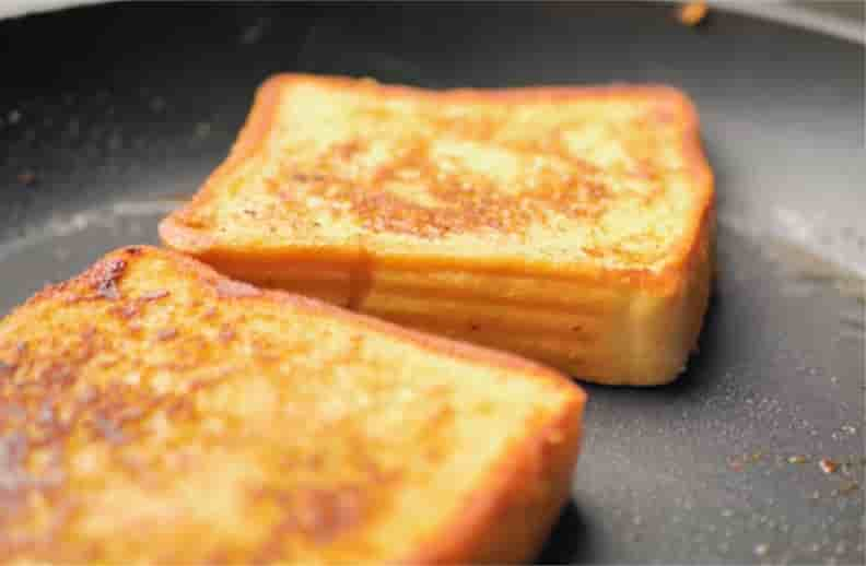 french-toast-turn-in-golden-colour