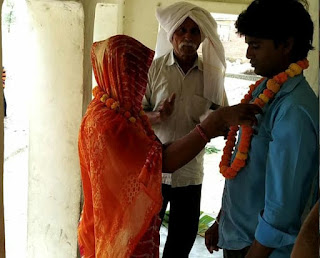 पति को छोड़ देवर संग विवाहिता ने रचायी शादी, मिला सबका आशीर्वाद | #NayaSabera