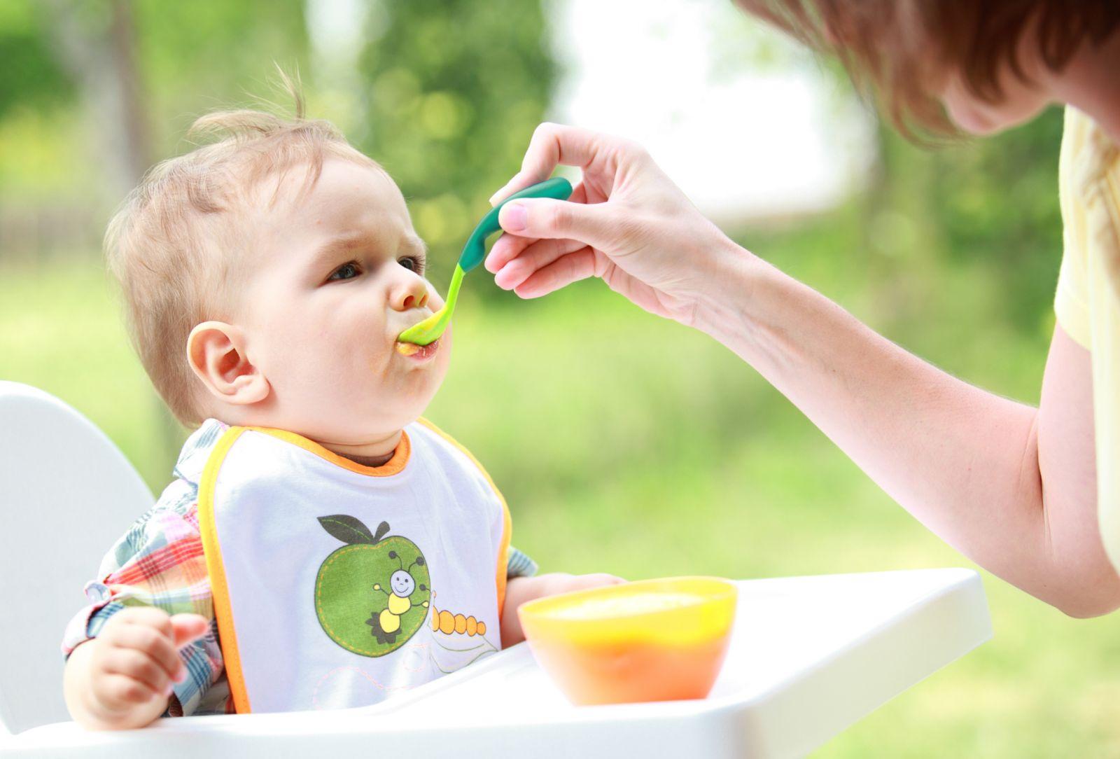 Chia sẻ kinh nghiệm tăng thô thức ăn cho bé trong từng giai đoạn