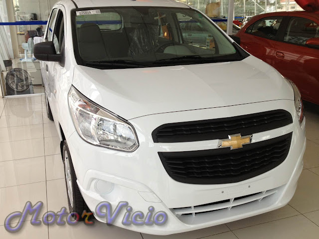 carro Spin Chevrolet LS 2013