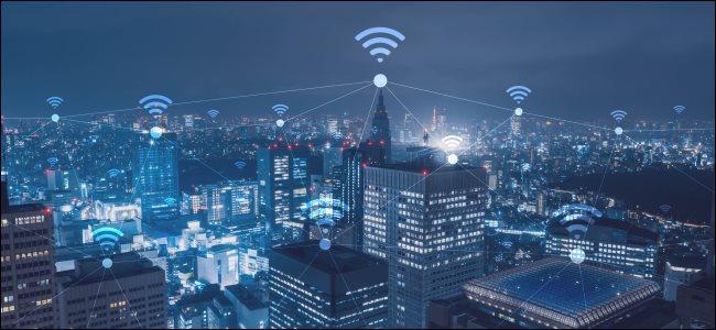 مناظر المدينة مع أيقونات Wi-Fi.