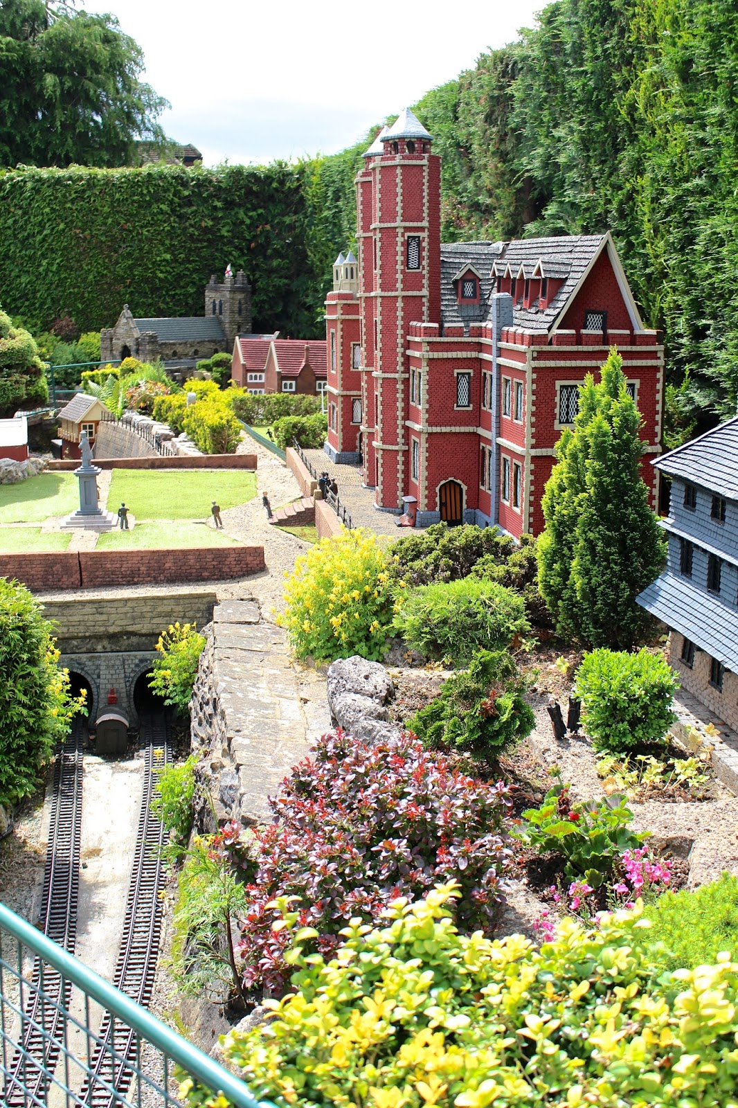 A summer visit to Bekonscot model village