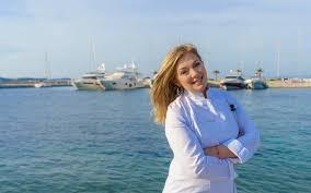 Η Ντίνα Νικολάου μαγειρεύει για την Χαλκιδική με τοπικά προϊόντα