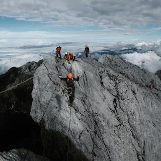 Gunung Cartenz, Seven Summit World in Indonesian