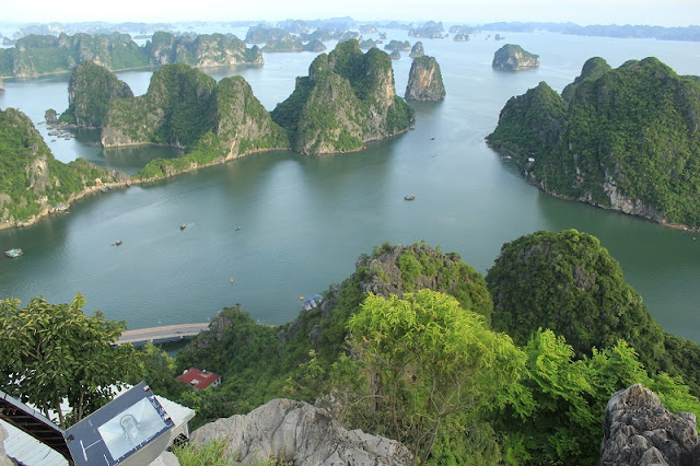 Halong Bay - The Romantic Destination For VALENTINE'S DAY 2017Halong Bay - The Romantic Destination For VALENTINE'S DAY 2017