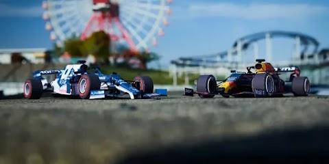 Papierowe bolidy F1 do składania