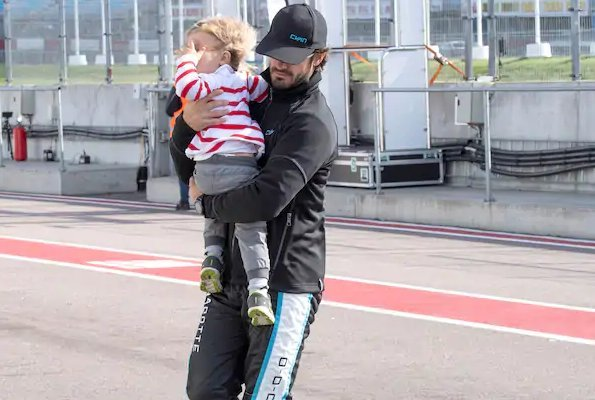 Prince Carl Philip raced in Swedish GT in Mantorp park motorway in Mjölby. Princess Sofia came to Mantorp park