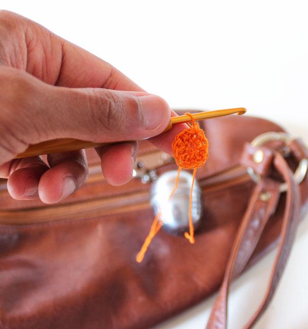 llavero, hilos, tejer, crochet, gancho, yarn bowl