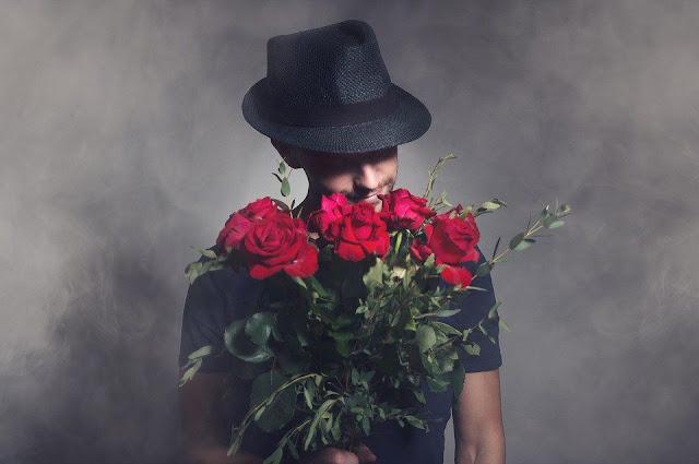 10 ознак нарциса, який зраджує у відносинах