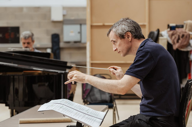 Garry Walker conducting The Greek Passion rehearsals (2019). (Photo Tom Arber)