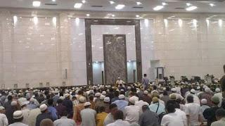 10 Adab Ketika Di Masjid