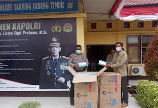 Dukung Kegiatan Bakti Sosial Memperingati HUT Ke-75 Bhayangkara, SKK Migas – PetroChina Serahkan Ratusan Box Masker Berstandar SNI