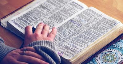 hermenêutica  O que é (hermenêutica) ? Estudos Bíblicos Relevante. Aprenda a pronunciar substantivo feminino 1. ciência, técnica que tem por objeto a interpretação de textos religiosos ou filosóficos, esp. das Sagradas Escrituras.