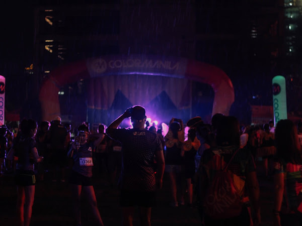 UNDER SOUTHERN (NEON) LIGHTS: A LAZY ISLAND GIRL'S FIRST COLOR MANILA RUN EXPERIENCE
