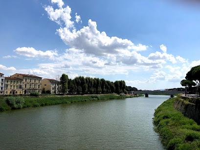 ピサのアルノ川周辺風景