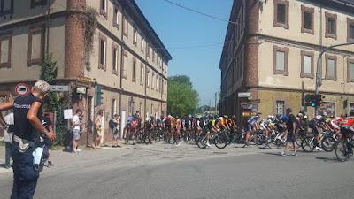 Salida de la carrera ciclista máster en Vigevano