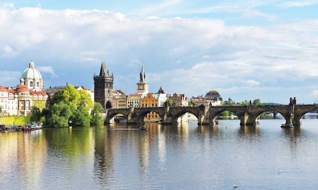 Vistas puente Carlos Praga