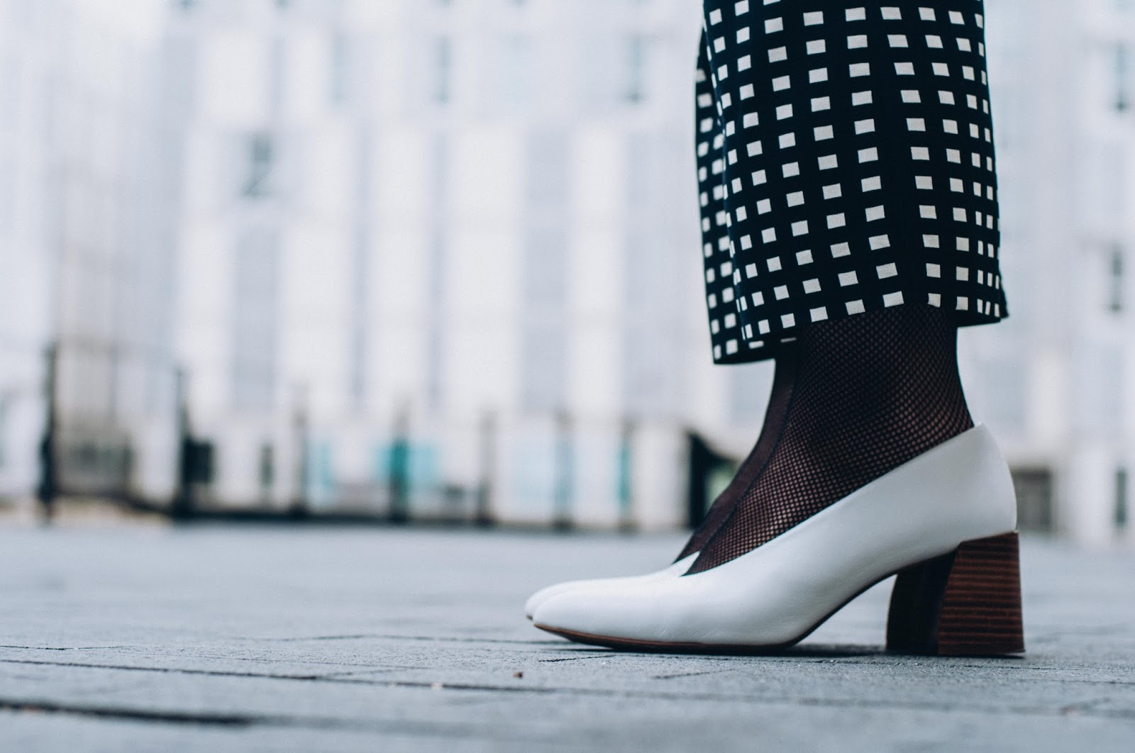 Pantalones y jersey Mango, zapatos Zara