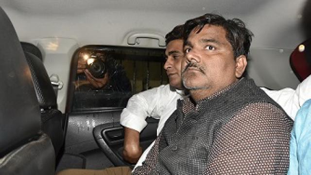 दिल्ली हिंसा के आरोपी AAP के निलंबित पार्षद ताहिर हुसैन का मोबाइल मिला