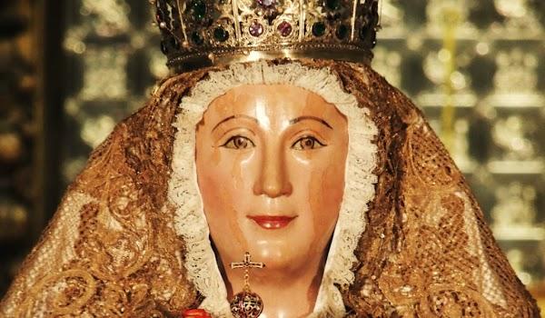 La Virgen de los Reyes de Sevilla a los pies de la Capilla Real por primera vez