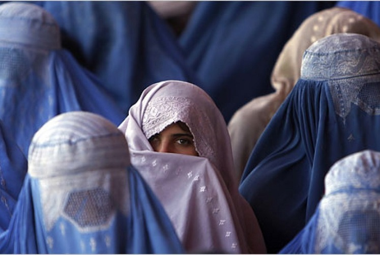 Di Afganistan, Perempuan Dilarang Memberitahukan Namanya Pada Orang Lain naviri.org, Naviri Magazine, naviri majalah, naviri