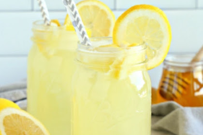HOMEMADE HEALTHY THREE INGREDIENTS LEMONADE