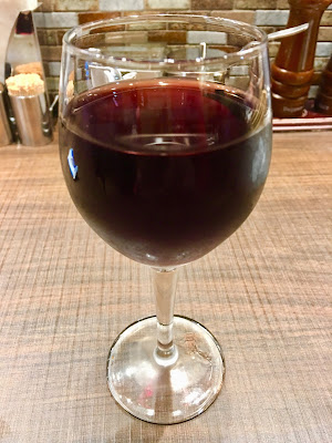 三軒茶屋にあるビッグベアのグラス赤ワイン