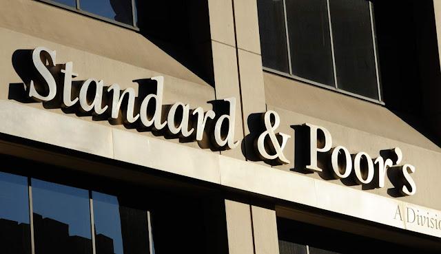 A agência de classificação de risco Standard & Poor's reduziu a classificação de crédito da China na quinta-feira.