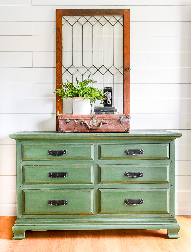 How to get the perfect chippy finish with milk paint