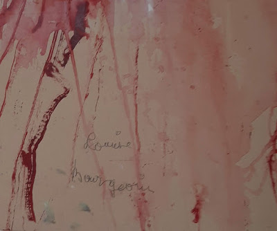 assinatura de Louise Bourgeois em um de seus quadros