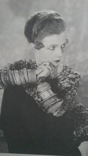 Nancy Cunnard, l'égérie d'Aragon et ses bracelets