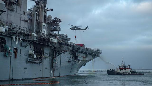 El jefe de Operaciones Navales de EE.UU. dice que el futuro del buque de asalto incendiado sigue siendo incierto