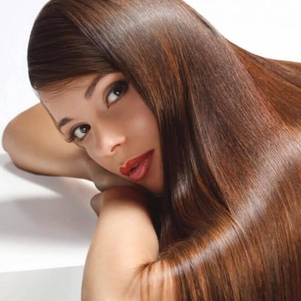 9 φυσικοί τρόποι για να ισιώσετε τα μαλλιά σας χωρίς κόπο