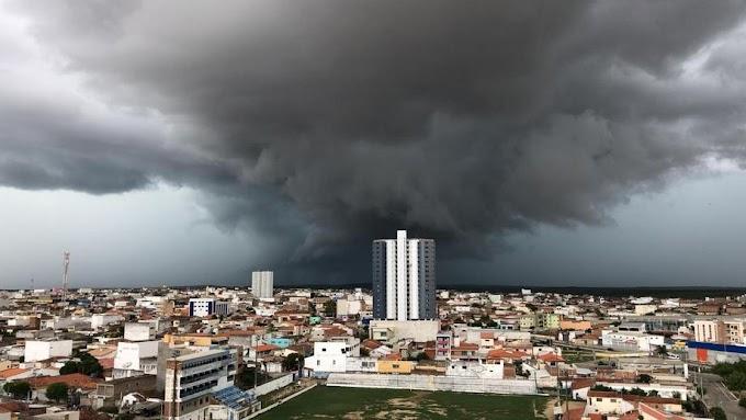 Santa Cruz registra fortes chuvas na tarde desta quarta-feira (25)
