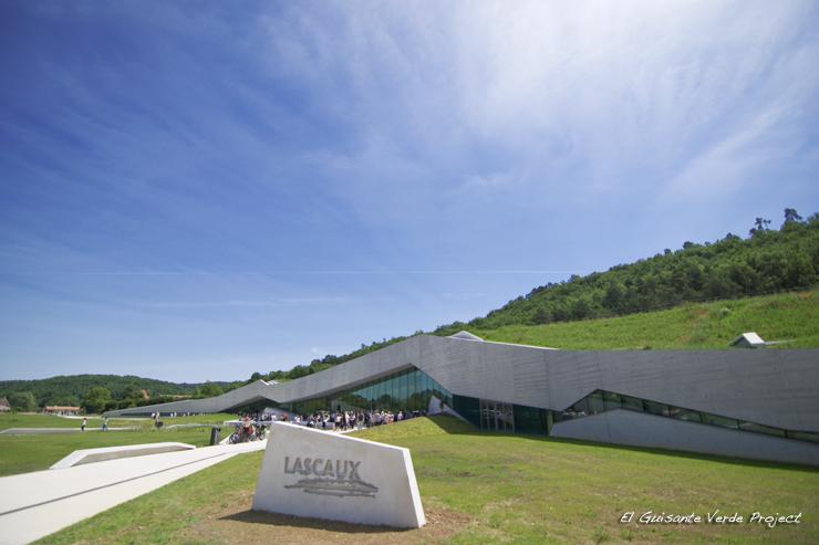 Exterior de Lascaux IV - Montignac, Francia por El Guisante Verde Project