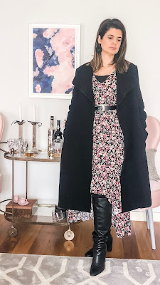 winter outfit flower dress black coat and boots  vestido floral e sobretudo preto