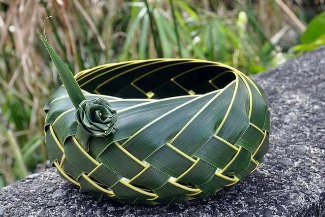 kerajnan tangan dari janur daun kelapa