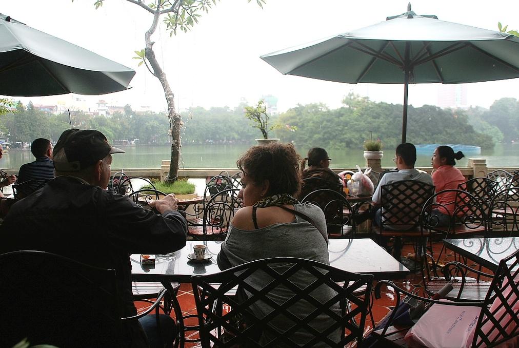 Kinh nghiệm du lịch Hà Nội tự túc với cà phê view Hồ Hoàn Kiếm