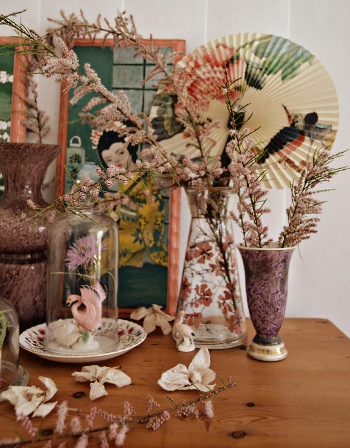 Volvemos a abordar el tema de los fanales o campanas de cristal, pero esta vez con una decoración oriental